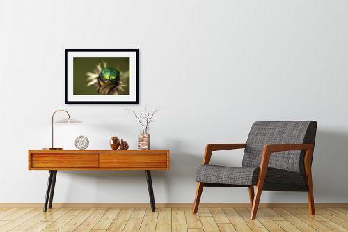 תמונה לחדרי המתנה - ענת שיוביץ - מקרו חיפושית בפעולה - מק''ט: 329133