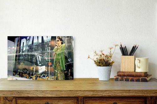 תמונה לשולחן - אורלי שטטינר - דונה קארן בלונדון - מק''ט: 145460