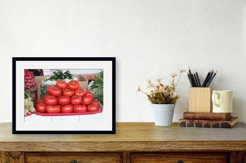 תמונה לשולחן - דן ששתיאל - עגבניות במרכז - מק''ט: 259106