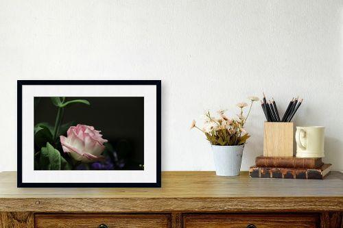 תמונה לשולחן - אבי סימן-טוב - דבר אליי בפרחים - מק''ט: 315673