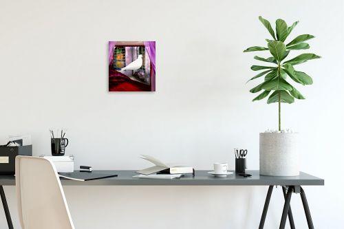תמונה לפינת עבודה - נריה איטקין - יונה לבנה בחלון - מק''ט: 229845