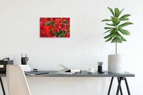 תמונה לפינת עבודה - טניה קלימנקו - פרחים אדומים בהרכב - מק''ט: 301832
