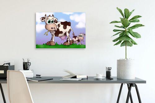 תמונה לפינת עבודה - חנן אביסף - בלה הפרה רועה על גבעה - מק''ט: 302755