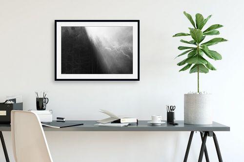 תמונה לפינת עבודה - אורי לינסקיל - קרני שמש בערפל בוקר - מק''ט: 318235
