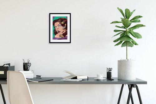 תמונה לפינת עבודה - חנן אביסף - נערה עם קעקוע דרקון ירוק - מק''ט: 51692