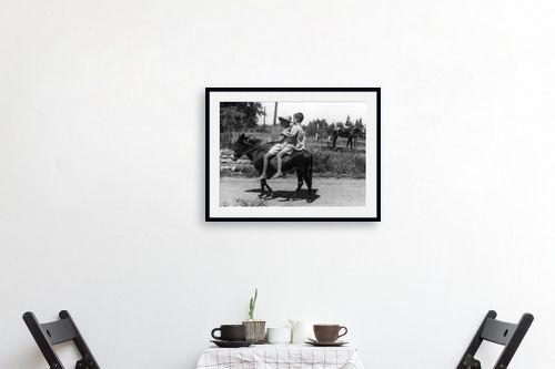 תמונה לפינת אוכל - דוד לסלו סקלי - עין חרוד 1947 ילדים וחמור - מק''ט: 142669