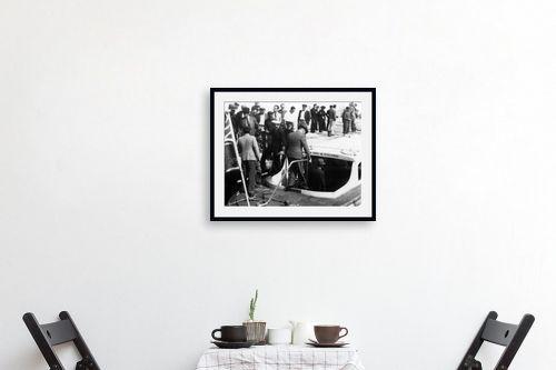 תמונה לפינת אוכל - דוד לסלו סקלי - תל אביב 1937 יורדים לסירה - מק''ט: 146004