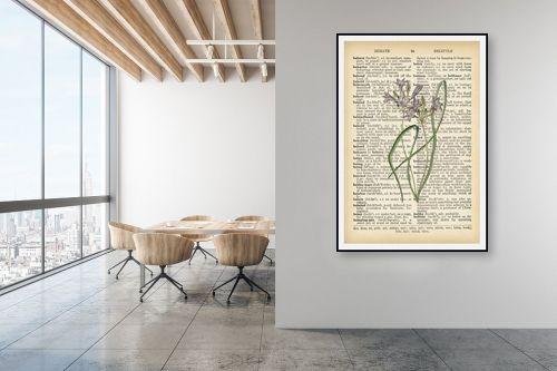 תמונה למשרד - Artpicked - צמח סגול לבן רטרו על טקסט - מק''ט: 330221