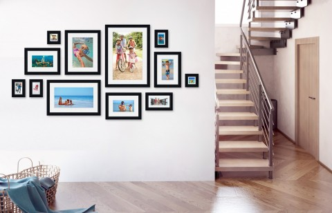 קיר משפחה - סט דגם 106 - 12 תמונות ממוסגרות בהתאמה אישית