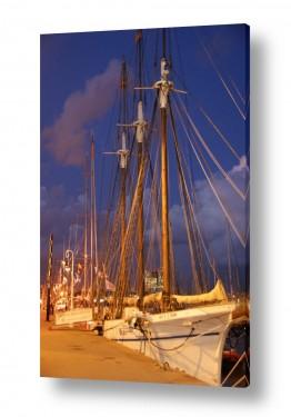 ספרד ברצלונה | מפרשית בנמל בלילה