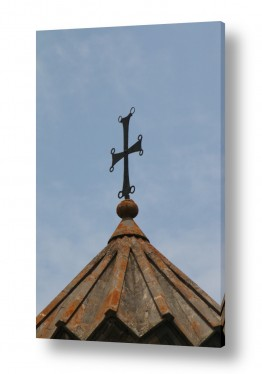 צלב ארמני אל מול השמיים