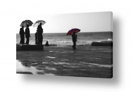 נוף חופים | מטריה אדומה