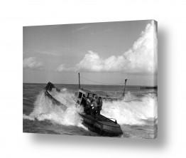 צילומים ארץ ישראל הישנה | תל אביב 1937 - סירה בגלים