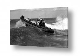 תל אביב נמל תל אביב   תל אביב 1937 - סירה בגלים