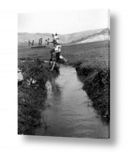 תמונות לפי נושאים הגולן | שער הגולן 1944 - תעלת מים