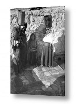 צילומים ארץ ישראל הישנה | עלאר 1947 - נשים במעיין