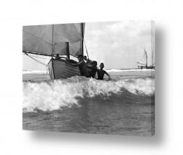 צילומים ארץ ישראל הישנה | תל אביב 1939 נערים וסירה