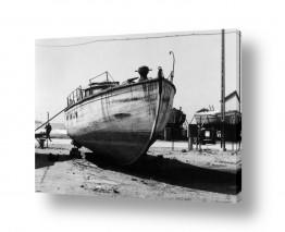צילומים ארץ ישראל הישנה | תל אביב 1939 סירה על החוף