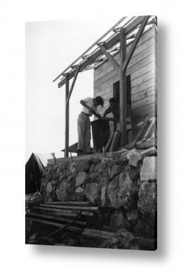 צילומים ארץ ישראל הישנה | נווה אילן 1947 בונים צריף