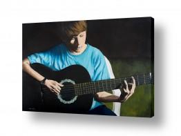 תמונות לפי נושאים חושך | הנער והגיטרה