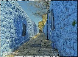 סמטה בכחול
