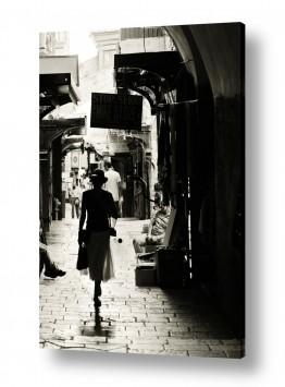 צילומים תמונות של אנשים |  הליכה בעיר העתיקה