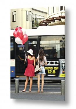 תמונות לפי נושאים בלונים | בנות עם בלונים אדומים