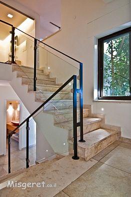 המדרגות