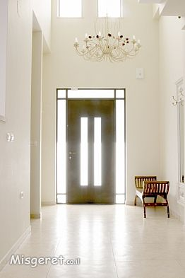 חלל כניסה בבית מגורים