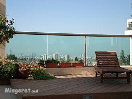 פינה במרפסת,דירת גג
