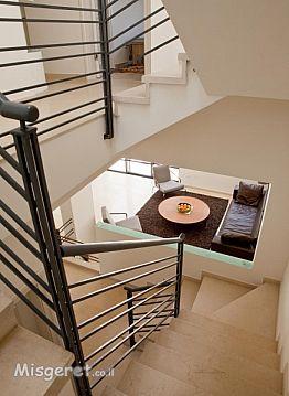 גרם מדרגות כאלמנט מקשר