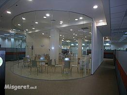 מחיצות זכוכית