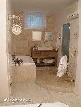 אמבטיה פתוחה לחדר שינה