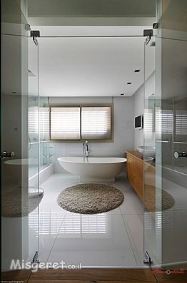 אמבטיה בוילה פרטית